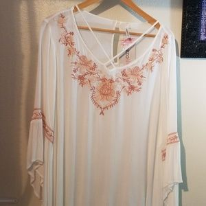 EMBROIDERD FLORAL TOP
